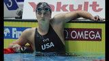 La estadounidense Katie Ledecky reacciona luego de terminar en segundo sitio en la final de la prueba de 400 metros libres de la rama femenil en el Mundial de natación en Gwangju, Corea del Sur, el 21 de julio de 2019. (AP Foto/Lee Jin-man)