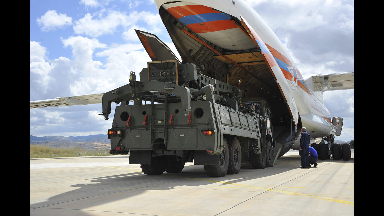 Turkey, Russia complete 1st part of missile defense delivery