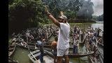 """En esta imagen proporcionada por Zoetrope Corp., el director Francis Ford Coppola dirige una escena de """"Apocalypse Now: Final Cut"""". (Chas Gerretsen/Nederlands Fotomuseum/Zoetrope Corp. vía AP)"""