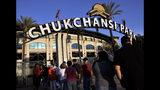 Fotografía del 18 de septiembre de 2015 de espectadores llegando al Chuckchansi Park en Fresno, California. (Eric Paul Zamora/The Fresno Bee vía AP)