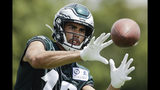 En esta imagen del 25 de julio de 2019, el wide receiver de los Eagles de Filadelfia J.J. Arcega-Whiteside, atrapa un pase durante el campo de entrenamiento del equipo en Filadelfia. (AP Foto/Matt Rourke, Archivo)