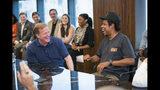 """El comisionado de la NFL Roger Goodell, izquierda, y Jay-Z en una conferencia de prensa en ROC Nation el miércoles 14 de agosto de 2019, en Nueva York. La NFL y la empresa de espectáculos y representación deportiva de Jay-Z Roc Nation se asociaron para eventos y activismo social. La liga no sólo usará Roc Nation como consultora para sus espectáculos, incluyendo el medio tiempo del Super Bowl, sino que colaborará con la empresa del rapero para """"fortalecer la comunidad a través de la música y la iniciativa Inspire Change de la NFL"""". (Ben Hider/AP Images for NFL)"""