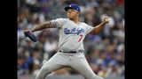 Julio Urías de los Dodgers de Los Ángeles lanza ante los Rockies de Colorado, el martes 30 de julio de 2019. (AP Foto/David Zalubowski)