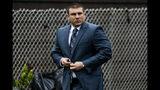 Daniel Pantaleo, el policía de Nueva York acusado en el caso de un hombre negro que murió asfixiado cuando era detenido. Foto tomada en Staten Island, Nueva York, el 13 de mayo del 2019. (AP Photo/Eduardo Munoz Alvarez, File)