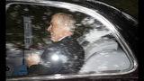 El príncipe Andrés de Gran Bretaña, Duke de York, sale de la iglesia Crathie Kirk después de misa, el domingo 11 de agosto del 2019 en Crathie, Escocia. (Jane Barlow/PA via AP)