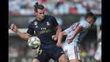 Real Madrid's Gareth Bale, left, challenges for the ball with Celta Vigo's Kevin Vazquez during La Liga soccer match between Celta and Real Madrid at the Balaídos Stadium in Vigo, Spain, Saturday, Aug. 17, 2019. (AP Photo/Luis Vieira)