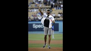 Kershaw passes Koufax on wins list, Dodgers thump Blue Jays
