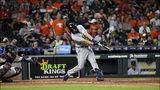 John Hicks, de los Tigres de Detroit, conecta un cuadrangular en la novena entrada del juego ante los Astros de Houston, el miércoles 21 de agosto de 2019, en Houston. El receptor de los Astros es el venezolano Robinson Chirinos. (AP Foto/David J. Phillip)