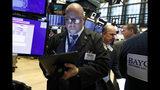 El corredor bursátil Jeffrey Vázquez en la Bolsa de Valores de Nueva York el miércoles 21 de agosto de 2019. (AP Foto/Richard Drew)