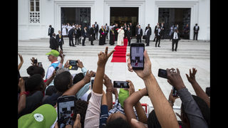 Pope highlights HIV-AIDS in visit to Mozambique hospital