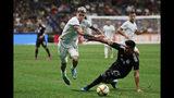 El volante argentino Rodrigo De Paul (15) desborda al lateral mexicano Jesús Gallardo (23) durante el segundo tiempo de un partido amistoso, el martes 10 de septiembre de 2019, en San Antonio. (AP Foto/Eric Gay)