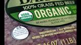 """Carne picada orgánica en venta en un supermercado de Walpole, Massachussetts, fotografiada el 9 de julio del 2018. Leer las etiquetas ayuda a hacer """"compras éticas"""", de artículos que encajan con los valores de cada persona. (AP Photo/Steven Senne, File)"""