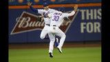 Michael Conforto (30) y Brandon Nimmo de los Mets de Nueva York tras la victoria 3-0 ante los Dodgers de Los Ángeles, el sábado 14 de septiembre de 2019. (AP Foto/Mary Altaffer)