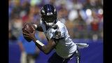 Lamar Jackson, quarterback de los Ravens de Baltimore, busca un receptor en el duelo ante los Cardinals de Arizona, el domingo 15 de septiembre de 2019 (AP Foto/Nick Wass)