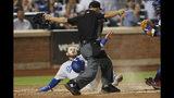 Max Muncy de los Dodgers de Los Ángeles anota una carrera ante los Mets de Nueva York, el domingo 15 de septiembre de 2019. (AP Foto/Kathy Willens)