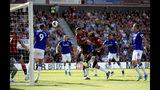 Callum Wilson (centro), del Bournemouth, anota el primer gol ante el Everton, en un encuentro de la Liga Premier inglesa, el domingo 15 de septiembre de 2019 (Adam Davy/PA via AP)