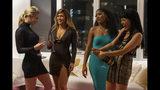 """En esta imagen de STXfilms se ve desde la izquierda a Lili Reinhart, Jennifer Lopez, Keke Palmer y Constance Wu en una escena de """"Hustlers"""". (Barbara Nitke/STXfilms via AP)"""