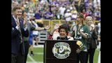 Cindy Starr, wife of former Green Bay Packers Bart Starr waves during halftime of an NFL football game against the Minnesota Vikings Sunday, Sept. 15, 2019, in Green Bay, Wis. (AP Photo/Mike Roemer)
