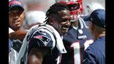Antonio Brown, receptor de los Patriots de Nueva Inglaterra, ríe durante el encuentro ante los Dolphins de Miami, el domingo 15 de septiembre de 2019 (AP Foto/Brynn Anderson)