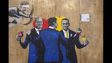 Un grafiti del artista callejero TvBoy muestra al exprimer ministro Matteo Renzi (izquierda), al líder del Partido Demócrata Nicola Zingaretti, al primer ministro Giuseppe Conte, y a Luigi Di Maio del Movimiento 5 Estrellas, en Roma, el viernes 6 de septiembre de 2019. (AP Foto/Andrew Medichini)