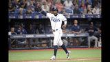 Guillermo Heredia de los Rays de Tampa Bay anota una carrera en el séptimo inning ante los Medias Rojas de Boston, el viernes 20 de septiembre de 2019. (AP Foto/Phelan M. Ebenhack)
