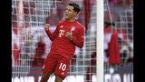 El mediocampista de Bayern Munich Philippe Coutinho celebra tras anotar el 3er gol de su equipo en un partido de la Bundesliga contra Cologne el sábado, 21 de septiembre del 2019. (AP Foto/Matthias Schrader)