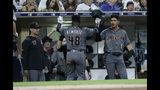 El jugador de los Diamondbacks de Arizona Abraham Almonte (48) es felicitado por Josh Rojas, a la derecha, y otros jugadores tras anotar en una jugada de escogencia en el sexto inning de su juego de béisbol contra los Padres de San Diego en San Diego, el sábado 21 de septiembre de 2019. (AP Foto/Alex Gallardo)