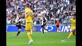 El atacante de Juventus Aaron Ramsey, izqyierda, anota un gol en un partido de la Serie A italiana contra Verona el sábado, 21 de septiembre del 2019. (Alessandro Di Marco/ANSA vía AP)