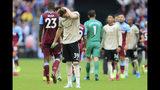 Scott McTominay, del Manchester United, se lleva una mano a la nuca tras la derrota ante el Weste Ham United, el domingo 22 de septiembre de 2019 (AP Foto/Leila Coker)