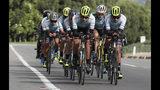 Miembros del equipo ciclista Fundación Esteban Chaves entrenan en Puente Piedra, cerca de Bogotá, Colombia, el viernes 13 de septiembre de 2019. (AP Foto/Fernando Vergara)