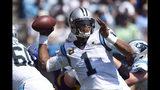 El quarterback Cam Newton (1), de los Panthers de Carolina, lanza un pase en la primera mitad del partido frente a los Rams de Los Ángeles, en Charlotte, Carolina del Norte, el domingo 8 de septiembre de 2019. (AP Foto/Mike McCarn)