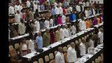 ARCHIVO - En esta foto de archivo del 8 de julio de 2018, legisladores asisten a la Asamblea Nacional en La Habana, Cuba. (Ladyrene Perez, Cubadebate via AP, Archivo)