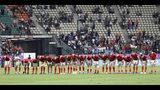Los integrantes de la selección de Gales agradecen al público luego de derrotar a Fiji por 29-17 en un partido del Mundial de Rugby, el miércoles 9 de octubre de 2019, en Oita, Japón (AP Foto/Aaron Favila)