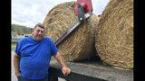 En esta imagen del 7 de octubre de 2019, el ganadero de Georgia Dean Bagwell posa para una foto en el condado de Bartow, Georgia. Bagwell dijo que la sequía actual, que se ha cebado con su condado, está frustrando a los ganaderos. El fenómeno podría obligarle a vender ganado si la situación no mejora. (AP Foto/Jeff Martin)