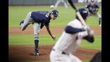 El abridor de los Rays de Tampa Bay, Tyler Glasnow, lanza contra los Astros de Houston en la primera entrada del 5to partido de la serie de la División Oeste de la Liga Americana en Houston, el jueves 10 de octubre de 2019. (AP Foto/Eric Gay)