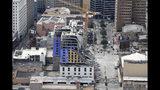 Esta foto aérea muestra el Hard Rock Hotel, que estaba en construcción, tras colapsar en Nueva Orleans, el sábado 12 de octubre del 2019. (AP Foto/Gerald Herbert)