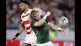El sudafricano Faf de Klerk celebra gra anotar un try en un partido de cuartos de final de la Copa del Mundo de Rugby contra Japón el domingo, 20 de octubre del 2019, en Tokio. Sudáfrica ganó 26-3. (AP Foto/Mark Baker)