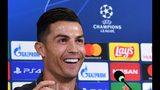 Cristiano Ronaldo habla con la prensa el lunes 21 de octubre de 2019, un día antes de un encuentro de la Liga de Campeones entre la Juventus y el Lokomotiv de Moscú en Turín, Italia (Alessandro Di Marco/ANSA via AP)