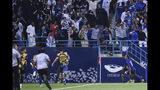 André Carrillo de Al Hilal de Arabia Saudita celebra tras anotar el gol para la victoria 1-0 ante Urawa Reds en el partido de ida de la final de la Liga de Campeones de Asia, en Riyadh, Arabia Saudita, el sábado 9 de noviembre de 2019. (AP Foto)