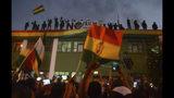 Policías que se oponen a la reelección del presidente Evo Morales protestan en Cochabamba, Bolivia, el viernes 8 de noviembre de 2019. (AP Foto)