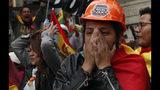 Opositores al presidente de Bolivia, Evo Morales, celebran que el mandatario anunció su renuncia, en La Paz, Bolivia, el domingo 10 de noviembre de 2019. (AP Foto/Juan Karita)