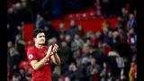 Harry Maguire, del Manchester United, aplaude al público tras un encuentro frente a Brighton, el domingo 10 de noviembre de 2019 (AP Foto/Rui Vieira)