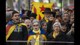 """Supporter of Catalan regional president Quim Torra, gather outside Catalonia's high court in Barcelona, Spain, Monday, Nov.18, 2019. The pro-independence regional president of Catalonia is standing trial for allegedly disobeying Spain's electoral board by not removing pro-secession symbols from public buildings during an election campaign. Banner in Catalan reads """"Freedom for political prisoners"""". (AP Photo/Emilio Morenatti)"""