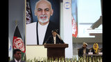 ARCHIVO - En esta imagen del 3 de mayo de 2019, el presidente de Afganistán, Ashraf Ghani, habla en el último día de la reunión Loya Jirga en Kabul, Afganistán. (AP Foto/Rahmat Gul, Archivo)