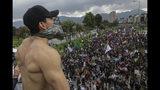 Manifestantes antigubernamentales marchan en Bogotá, Colombia, el jueves 21 de noviembre de 2019. (AP Foto / Ivan Valencia)