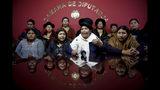 En esta imagen, tomada el 19 de noviembre de 2019, (primera fila, de izquierda a derecha) las legisladoras de Movimiento al Socialismo (MAS) Juana Quispe, Bridge Quiroga, Concepción Ortiz y Ayda Villarroel se reúnen con The Associated Press en la Cámara de Diputados, en La Paz, Bolivia. Los legisladores de MAS leales al expresidente de Bolivia Evo Morales tienen mayoría en el congreso. Bolivia está sumida en disturbios civiles tras la renuncia de Morales, que se autoexilió en México, luego de una polémica elección. (AP Foto/Natacha Pisarenko)